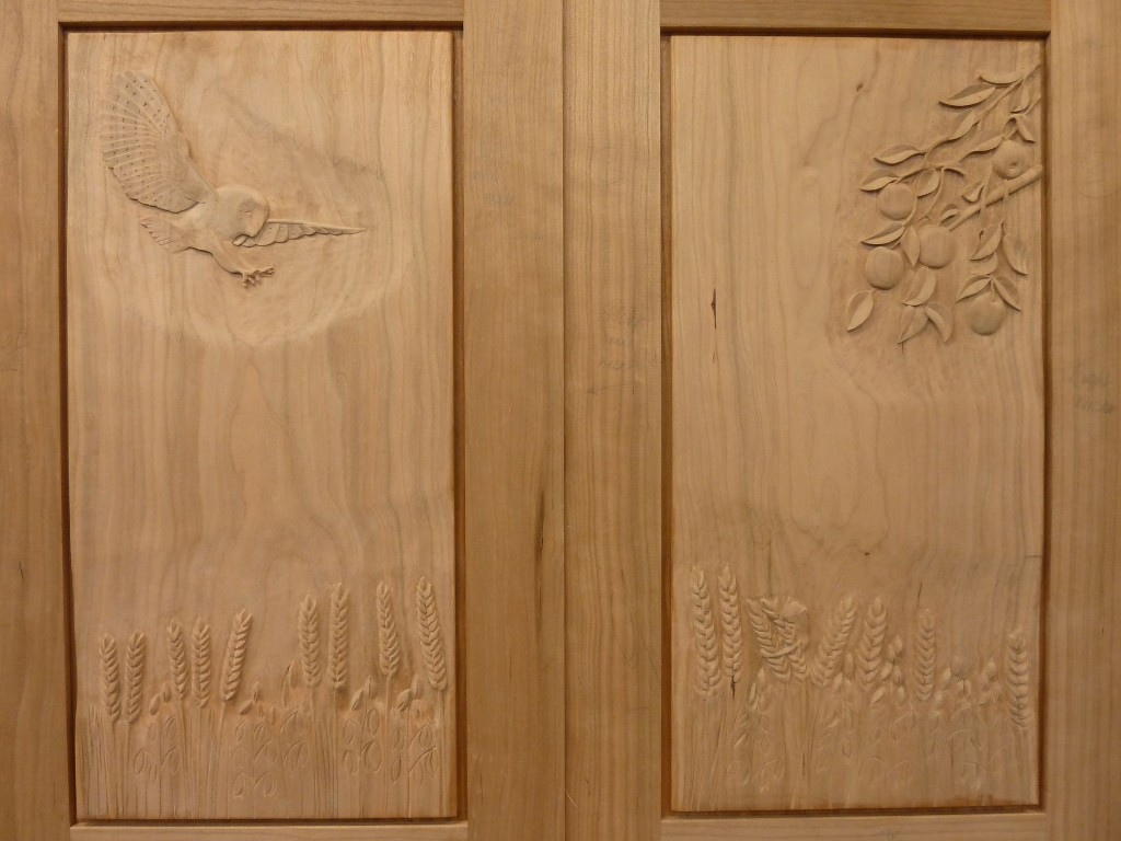 Matching centre doors,Barn Owl dropping for his lunch!